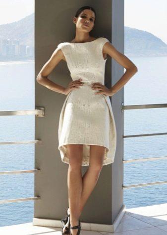 Vestido de noite branco para comemorar o ano novo