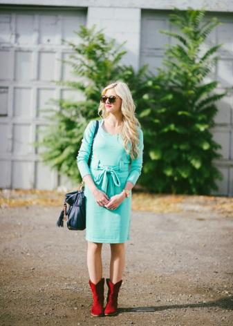 Vestido turquesa para outono e acessórios