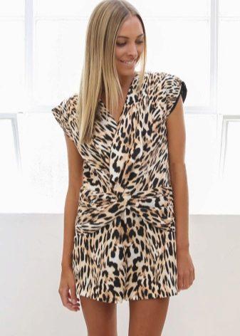 Kısa leopar elbisesi