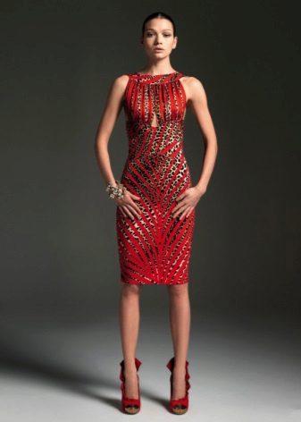 Leopad kırmızı bir elbise ekler