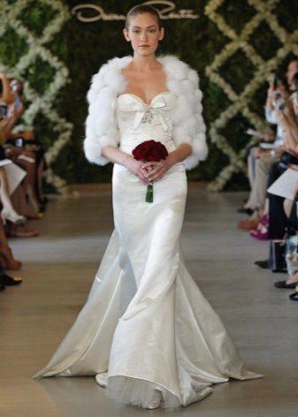 Capa de pele para um vestido de noiva