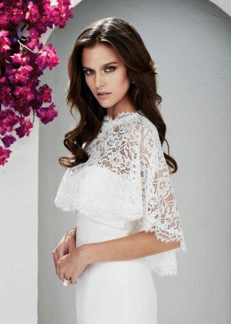 Laço de capa branca no vestido