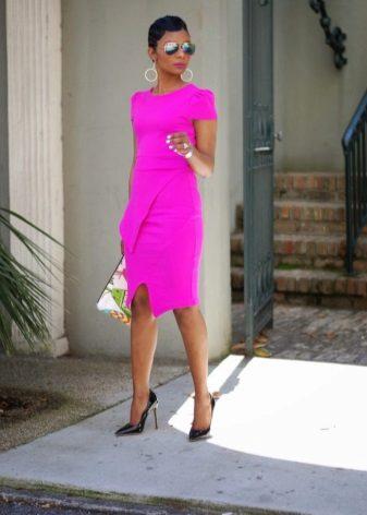 Black Pump Shoes for Fuchsia Dress