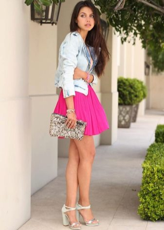 Silvery sandals with fuchsia dress