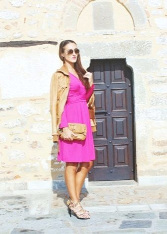 Beige jacket and shoes to dress fuchsia