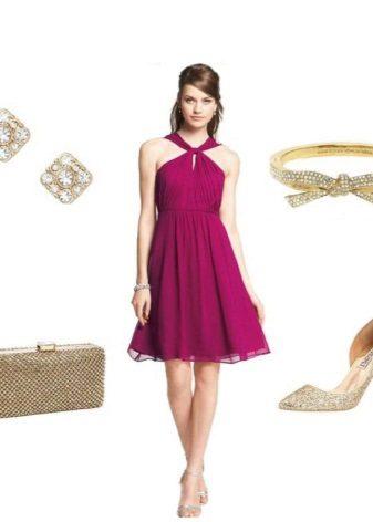 Gold accessories for a fuchsia dress