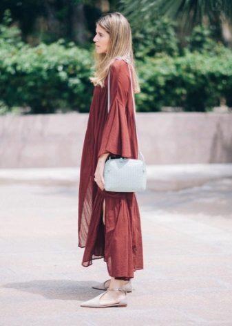 Marsala-mekko kaupunkityylistä