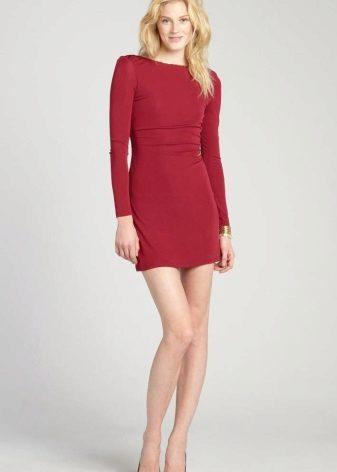 Short dress crimson color