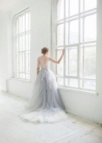 Gyönyörű világos szürke hosszú ruha