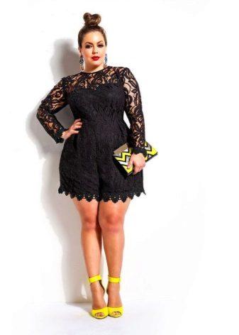 Zwarte jurk voor een volle vrouw