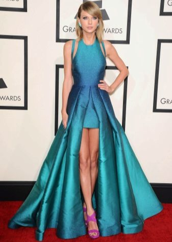 Sarışın için parlak elbise