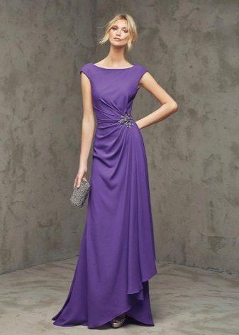 Sarışın için mor elbise