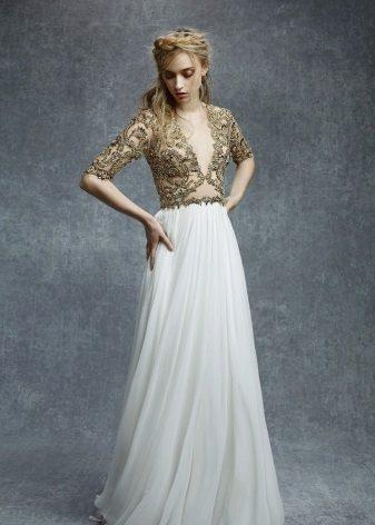 Sarışın için fildişi elbise