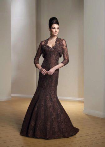 Brun kjole med guipure