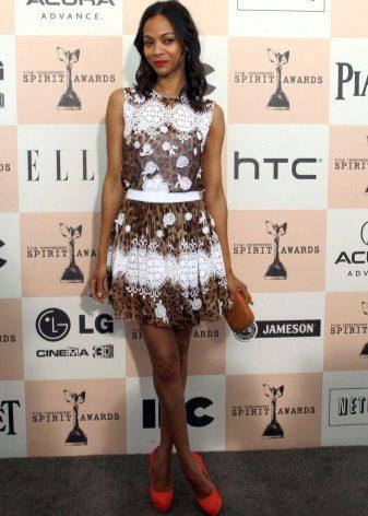 Brun og hvid kjole