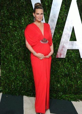 Червено дълга рокля за майчинство