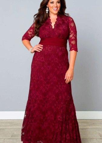 Lange rode kastanjebruine jurk met v-nek voor vrouwen met overgewicht