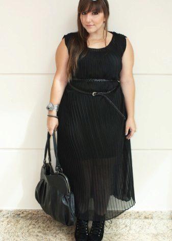Modieuze jurken voor zwaarlijvige vrouwen met een korte gestalte