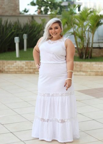 Witte lange jurk voor zwaarlijvige vrouwen van gemiddelde lengte