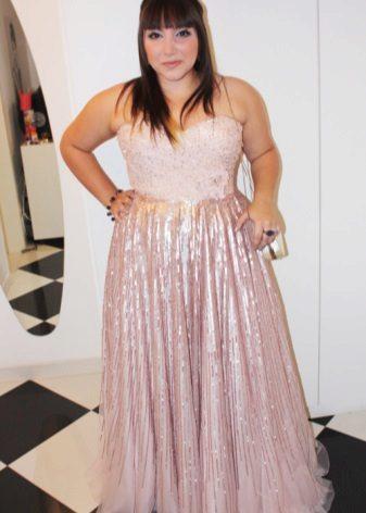 Vestit de tela brillant per a dones obeses de baixa estatura