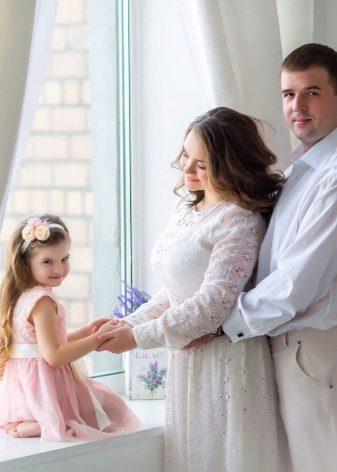 Mooie elegante jurk voor zwangere vrouwen