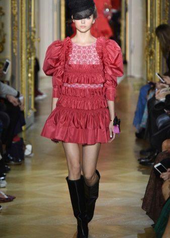 Piros ruha az Ulyana Sergeenko-tól
