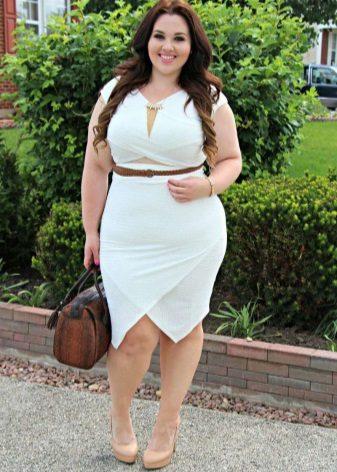 Witte jurk met asymmetrische rok voor vol