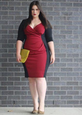 Gecombineerde rode en zwarte jurk met volledige schede