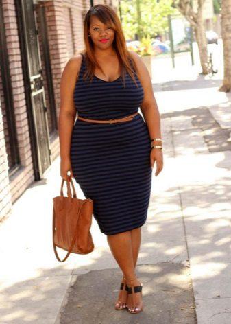 Lichtbruine sandalen en tas voor zomerjurk van blauwe kleur voor volle meisjes