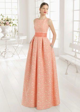Peach-mekko on valmistettu paksusta kankaasta