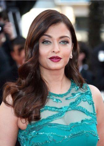 Silver makeup to mint dress