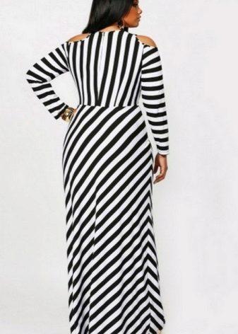 Vestit de ratlles en blanc i negre de llargada de terra amb un simple tall per a una dona plena (noia)