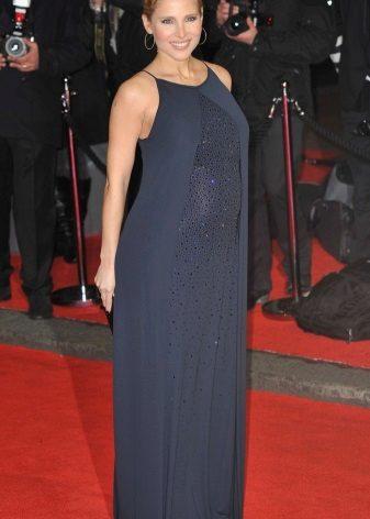Lange rechte blauwe jurk op de grond voor zwangere vrouwen