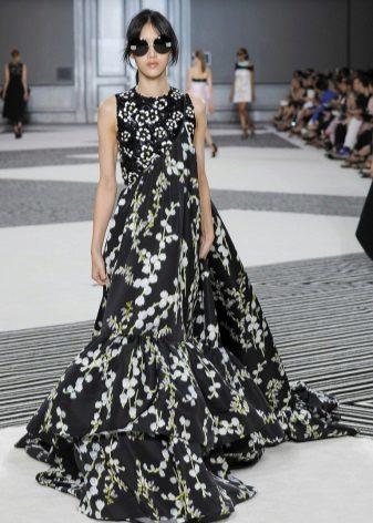 A-silhuett klänning till golvet är färgstarkt