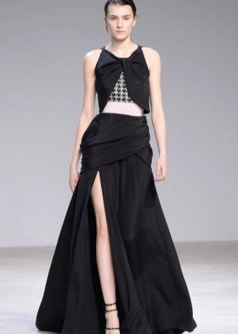 Gaun A-line dengan celah