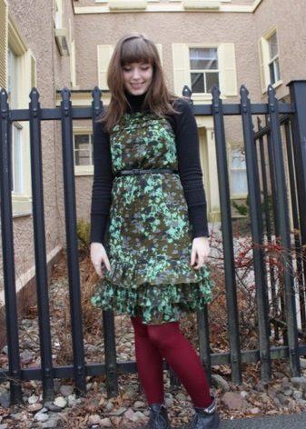 Bordo ile birlikte kamuflaj elbise