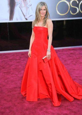 שמלה ארוכה בצבע אדום