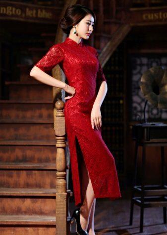 שמלה אדומה עם סיסים בצד