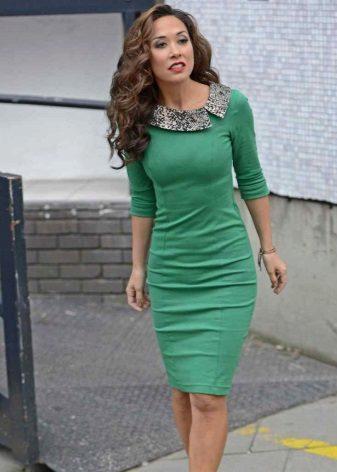 Sheath dress with a collar
