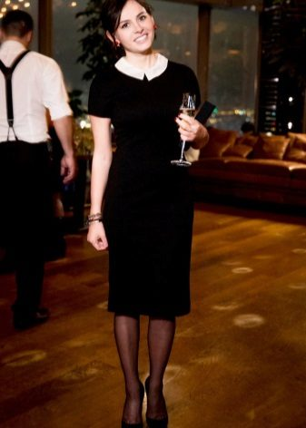 Sheath dress with a small contrasting collar