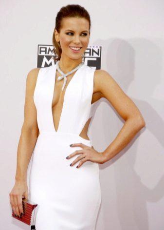 Valkoinen mekko, jossa on syvä amerikkalainen käsivartio