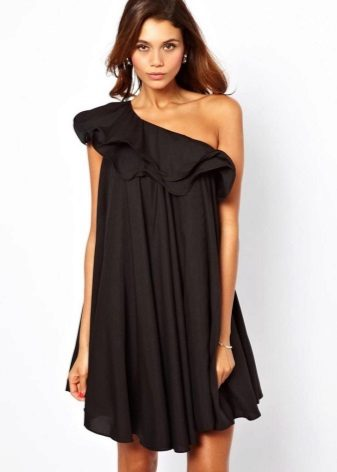Fekete trapéz ruha egy ujjú szárnyal