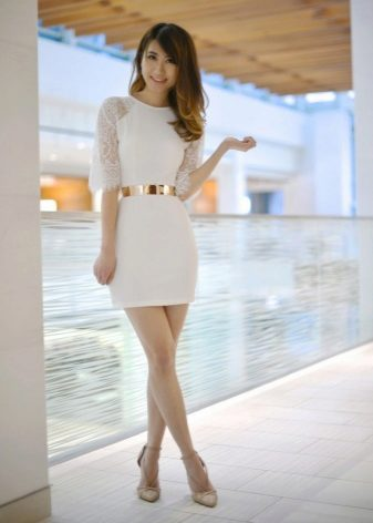 Korte jurk met raglanmouwen en accessoires