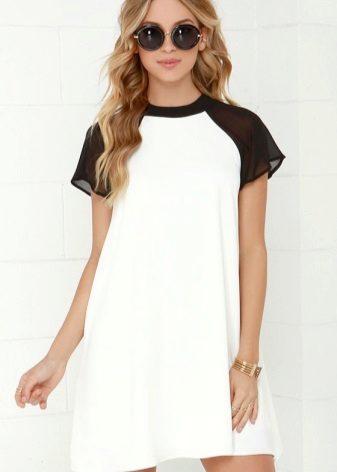 Korte jurk met korte raglanmouwen
