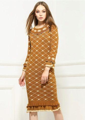 Pletené teplé šaty s malými kudrlinkami