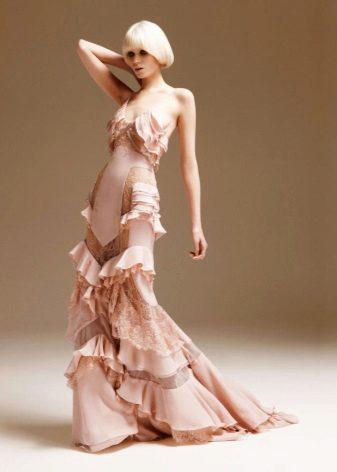 Jersey-mekko, jossa on epäsymmetrisesti ommeltu röyhelö