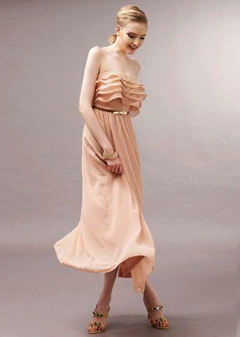 Bustier-mekko, jossa on pieniä röyhelöitä rinnassa
