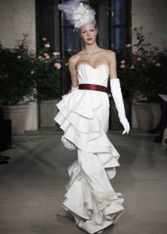 Gaun pengantin dengan gaun besar
