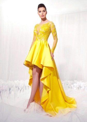 Kort kjole med en shlef