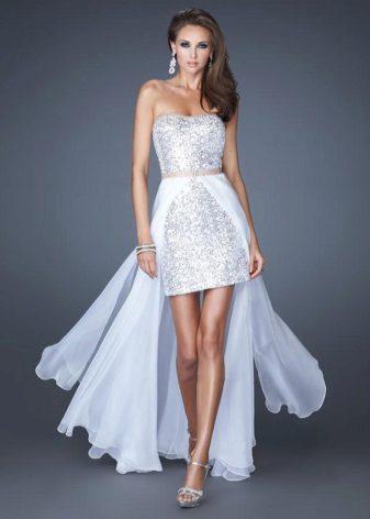 Kort kjole med et tog